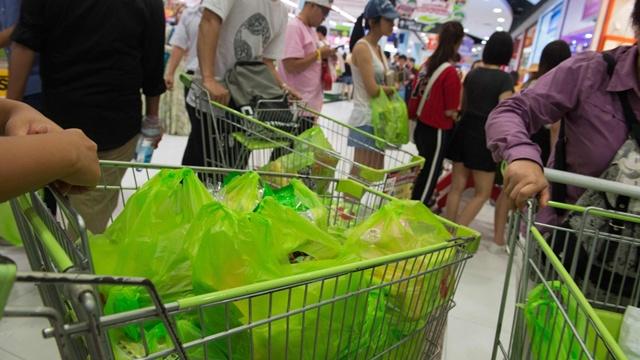 ประเทศไทย ติดอันดับประเทศที่ปล่อยขยะพลาสติกลงทะเลมากที่สุด เป็นอันดับ 6 ของโลก ด้วยปริมาณขยะพลาสติกกว่า 2 ล้านตันต่อปี หรือคิดเป็นถุงพลาสติกประมาณ 2 แสนล้านใบ