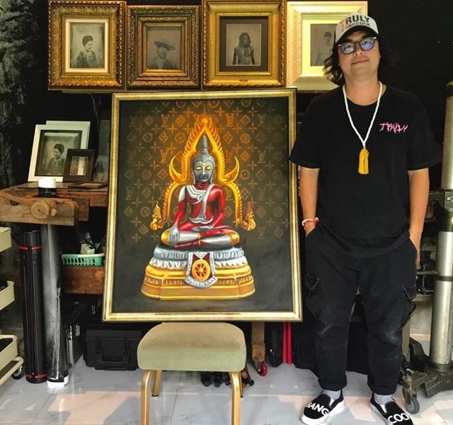 """ปิดประมูลแล้ว! ยอดทะลุ 2 ล้าน ภาพ""""พระพุทธรูปอุลตร้าแมน"""" เตรียมซื้ออุปกรณ์การแพทย์บริจาค"""