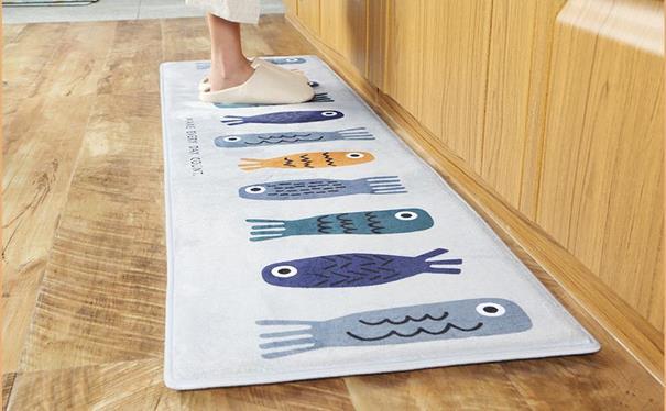 พรมในครัว ปูไว้หน้าเตาแก๊สและอ่างล้างจาน ภาพจาก https://www.amazon.co.jp