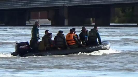 แม่น้ำมูลลดลงอีก 8 ซม. ขณะ ตร.จัดชุดลาดตระเวนป้องกันขโมย /จัดรถรับส่งฟรี