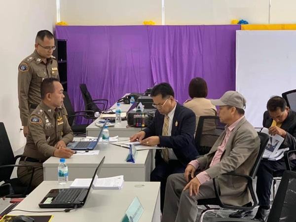 """กลุ่มชาวพุทธฯ ถอนฟ้อง อ.เฉลิมชัย-ทนายเดชา-ศิลปินวาดพระพุทธรูปอุลตร้าแมน"""" แจ้งเพิ่มผู้สนับสนุน อ้างมีเป้าหมายบางอย่าง"""