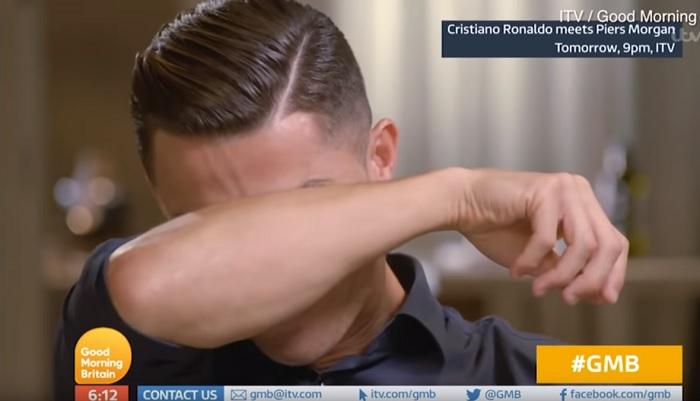 """(คลิป) """"โรนัลโด้"""" หลั่งน้ำตา เห็นคลิปสัมภาษณ์พ่อแท้ๆ ก่อนเสียชีวิตโรคสุรา"""