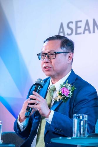 Mr.Arthur Lang CEO International Group Singtel สิงคโปร์