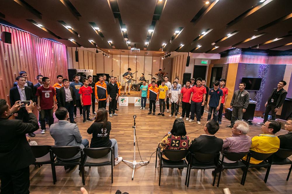 """""""ดา เอ็นโดฟิน"""" ปลื้ม """"สามัคคีโฟล์คซอง"""" มิติใหม่ของดนตรีบำบัด สร้างชีวิตใหม่ให้เยาวชน"""