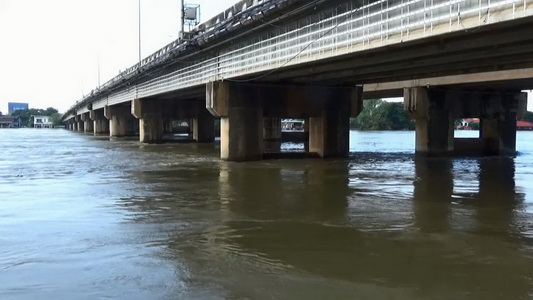 ข่าวดี!แม่น้ำมูลลดลงอีก16 ซม. แต่น้ำยังท่วมสูงทั้งบ้าน-ถนนสายหลัก