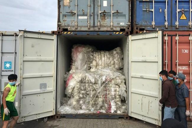 เขมรส่งตู้สินค้าขยะพลาสติก 83 ตู้กลับประเทศต้นทางเกลี้ยงท่าเรือ