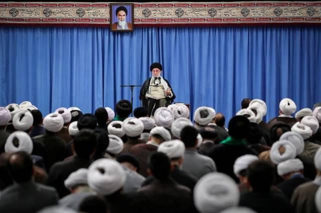"""สื่อมะกันอ้างแหล่งข่าวชี้ """"ผู้นำสูงสุดอิหร่าน"""" อนุมัติโจมตีโรงกลั่นซาอุฯ"""