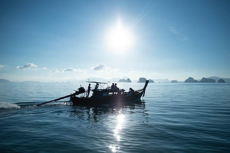 บรรยากาศล่องเรือ เที่ยวรอบเกาะยาวน้อย