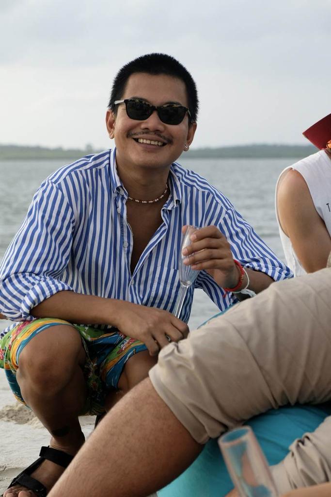 เอลิค โตบัว ดีไซเนอร์ชาวไทยผู้โดดเด่นด้านการออกแบบเครื่องประดับสวมหัวและหน้ากาก