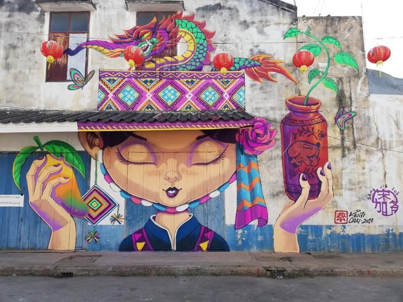 """ผลงาน """"CULTURE GUARDIAN"""" โดย Kenji Chai ศิลปินชาวมาเลเซีย ณ ย่านเมืองเก่า อำเภอสวรรคโลก จังหวัดสุโขทัย"""