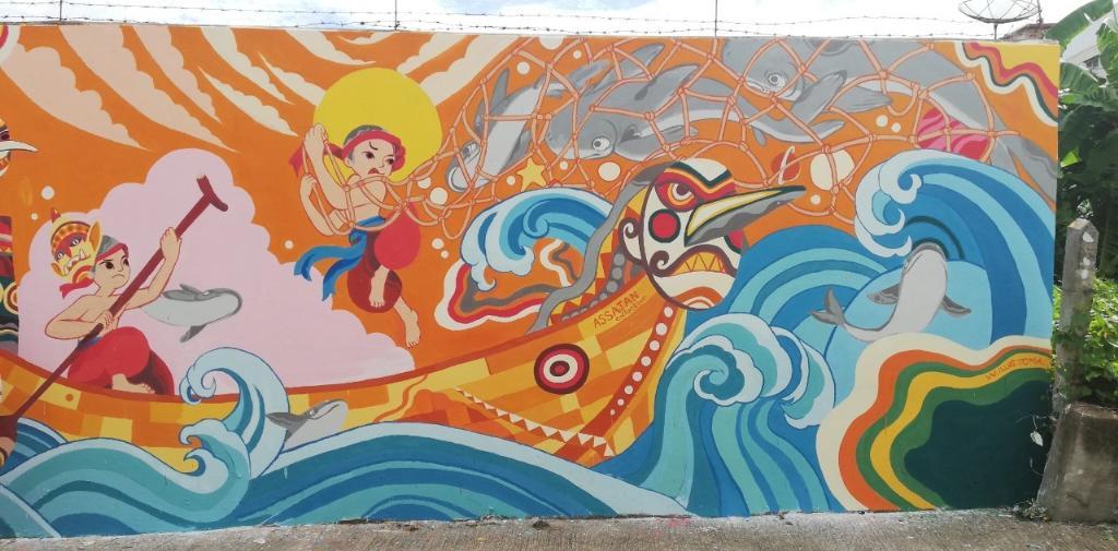 """ภาพ Mural Printing """"แม่น้ำโขง"""" ที่เชื่อมประเทศไทย-ลาว ถ่ายทอดผ่านชาวประมง ที่ร่วมกันจับปลา โดย Toma และ Wiliam  2 ศิลปินชาวเวียดนาม ณ ศาลเจ้าพ่อพญาแก้ว อำเภอเชียงของ จังหวัดเชียงราย"""