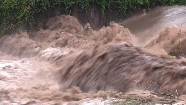 น้ำป่าล้นทะลักหลากข้ามตำบลท่วมบ้านคนลำปางแล้วกว่าร้อยหลัง