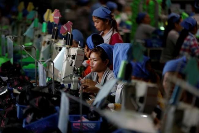 กัมพูชาวางแผนควบคุมค่าธรรมเนียมจัดหางาน ดึงแรงงานใช้ช่องทางถูกกฎหมายคุ้มครองสิทธิ