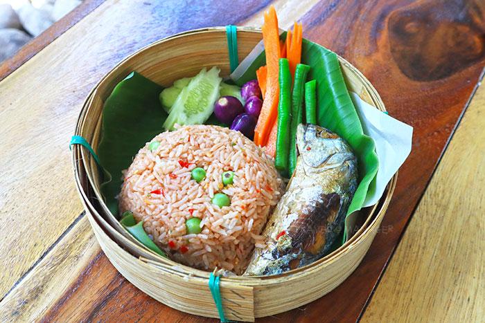 ข้าวผัดน้ำพริกกะปิ+ปลาทู