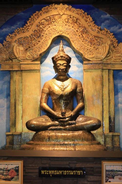 พระพุทธมหาธรรมราชา (จำลอง) ณ หอโบราณคดีเพ็ชรบูรณ์อินทราชัย