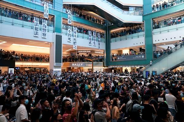 ประท้วงฮ่องกงพุ่งเป้าชุมนุมที่สนามบิน ผู้โดยสารเตรียมรับความล่าช้าที่เลวร้ายที่สุด