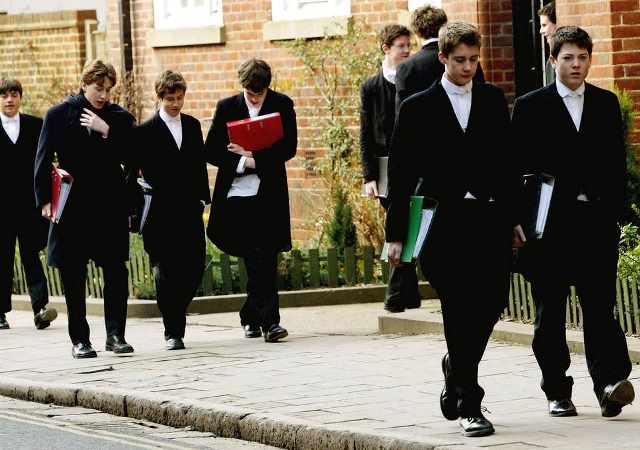 """พรรคแรงงานอังกฤษผุดแผนยกเลิก """"โรงเรียนเอกชน"""" ชี้สร้างเด็กอภิสิทธิ์"""
