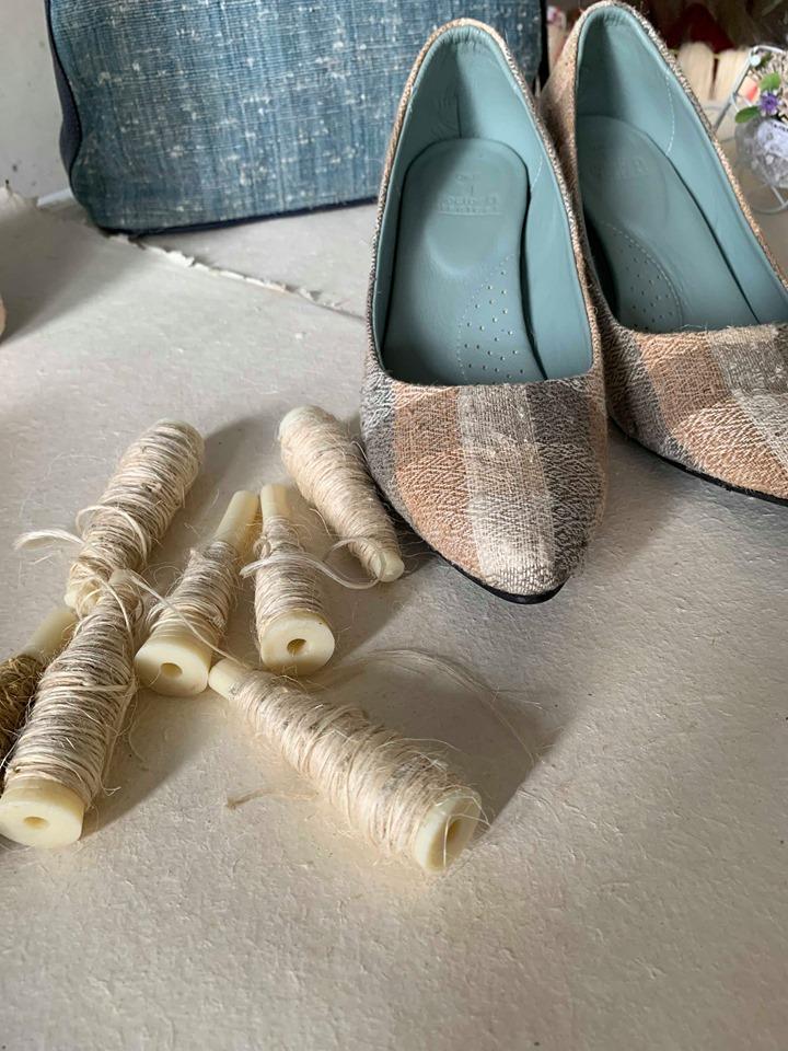รองเท้าจากผ้าเส้นใยสับปะรด