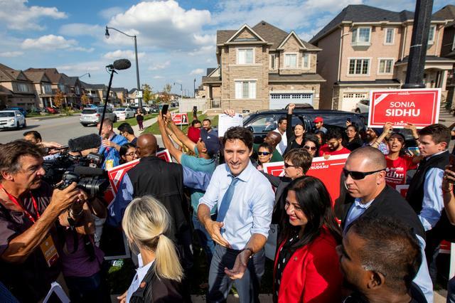 ทรูโดเดินหน้าหาเสียงเลือกตั้งแคนาดา หลังโดนถล่มจนอ่วมเรื่องหน้าดำ