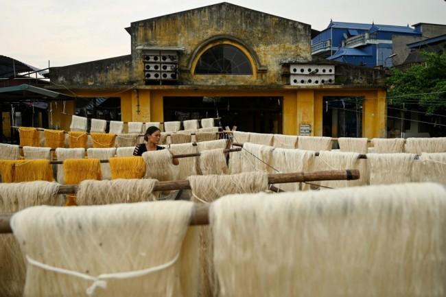 ชุมชนผลิตเส้นไหมในเวียดนามเริ่มกังวลคนรุ่นไหมไหลเข้าเมืองหวั่นไร้ผู้สืบสาน
