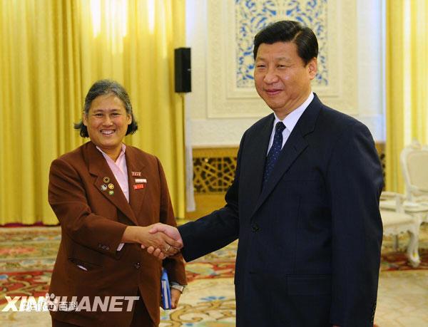 สมเด็จพระกนิษฐาธิราชเจ้าฯกรมสมเด็จพระเทพรัตนราชสุดาฯ สยามบรมราชกุมารี   และประธานาธิบดี สี จิ้นผิงแห่งสาธารณรัฐประชาชนจีน (แฟ้มภาพ ซินหวา)