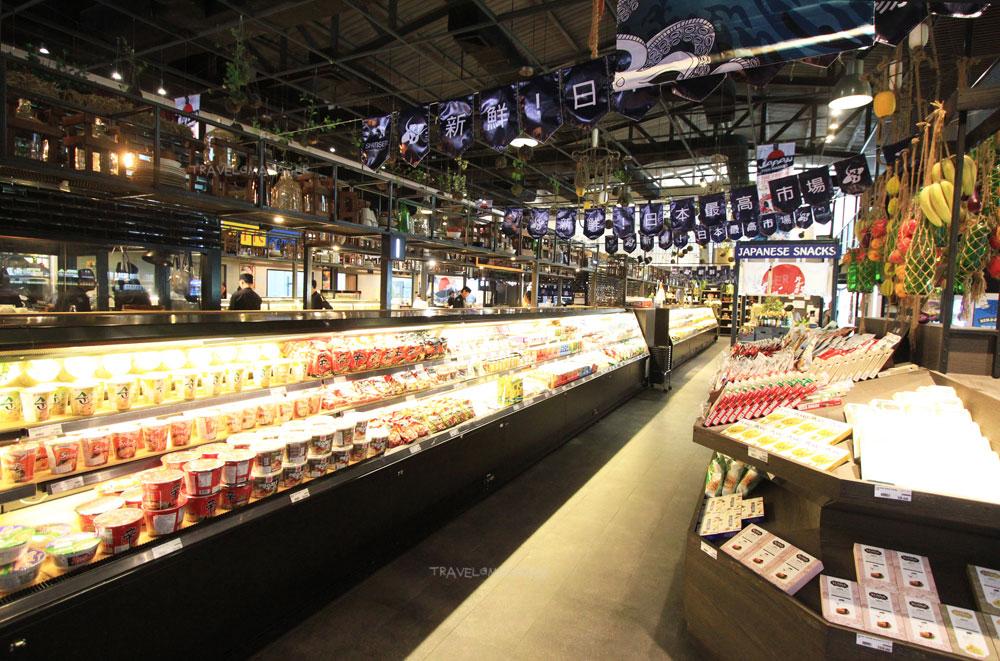 โซนซุปเปอร์มาร์เก็ตมีสินค้ามากมายจากญี่ปุ่นมีให้เลือกซื้อ