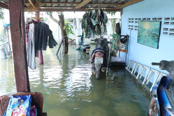 ราชบุรี..ปริมาณน้ำเริ่มลด หลายหน่วยงานลงพื้นที่ให้การช่วยเหลือ