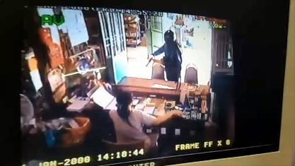 โจร 500 ก่อนก่อนปล้นร้านทองที่สุพรรณ เข้าปล้นร้านวัสดุก่อสร้างกรุงเก่าได้เงินไป 500 บาท