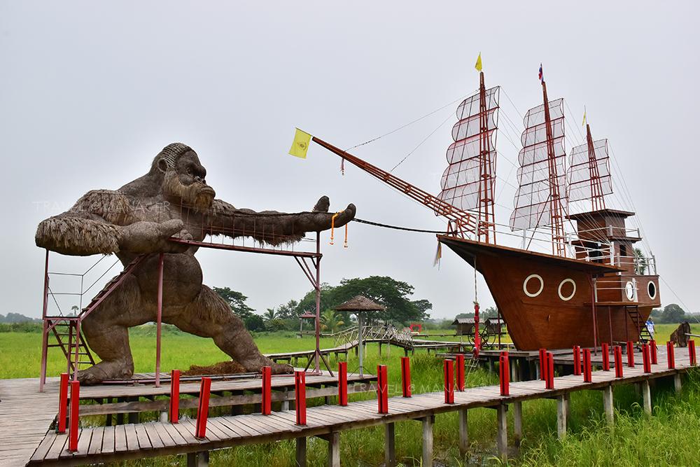 หุ่นฟางคิงคองยักษ์กับเรือสำเภา