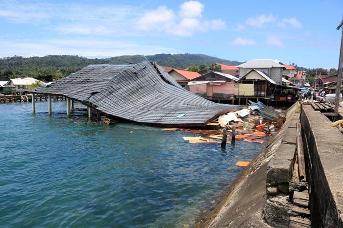 ดินไหว6.5ถล่ม'หมู่เกาะโมลุกกะ'แดนอิเหนา  ตายอย่างน้อย20บาดเจ็บอีกราว100คน