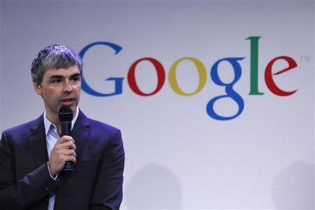 คำว่า google ถูกเพิ่มเข้าไปในพจนานุกรม Merriam-Webster ในปี 2549 ซึ่งกำหนดเป็นคำกริยาที่หมายถึงการ ใช้เครื่องมือค้นหาของ Google เพื่อรับข้อมูลเกี่ยวกับเวิลด์ไวด์เว็บ