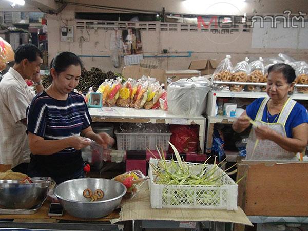 พ่อค้าแม่ค้าเบตงเร่งทำขนมต้มขายช่วงเทศกาลสารทเดือนสิบ ระบุขายราคาเดิมแม้ต้นทุนเพิ่ม