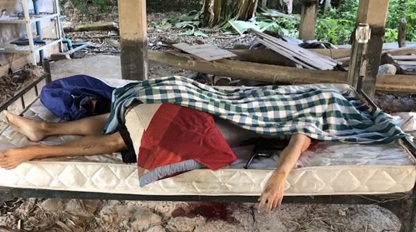 สลด ! ลุงวัย 62 ใช้อาวุธปืนโบราณ คู่กายยิงกรอกปากตนเองดับคาบ้าน
