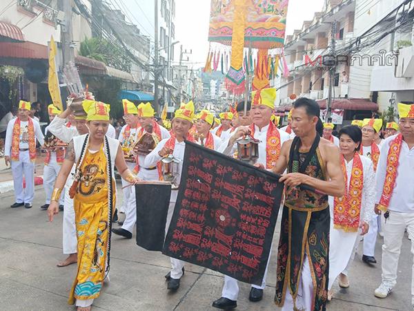 เริ่มแล้วเทศกาลกินเจเมืองเบตง นักท่องเที่ยวคึกคักปักธงเหลืองอร่ามทั่วเมือง