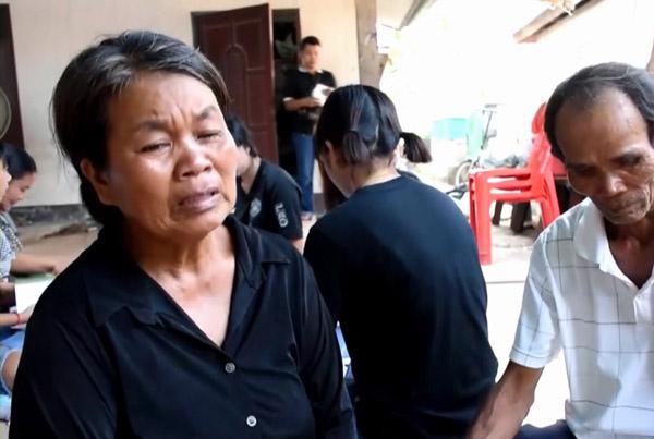 นางสมใจ สิมลี อายุ 60 ปี มารดานักศึกษาผู้เสียชีวิต