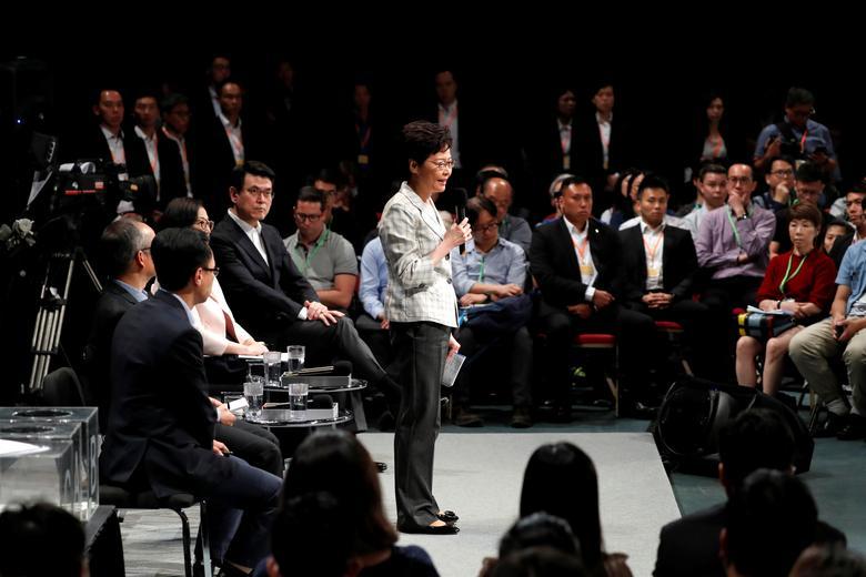 แคร์รี ลัม ผู้นำฮ่องกง ทำการพูดคุยกับบรรดาตัวแทนชุมชนเพื่อหาทางคลี่คลายความขัดแย้ง