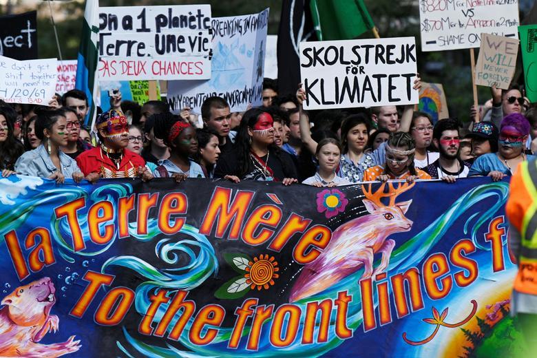 เยาวชนจำนวนมากร่วมกันเดินขบวนประท้วงเรื่องโลกร้อนที่มอนทรีอัล แคนาดา