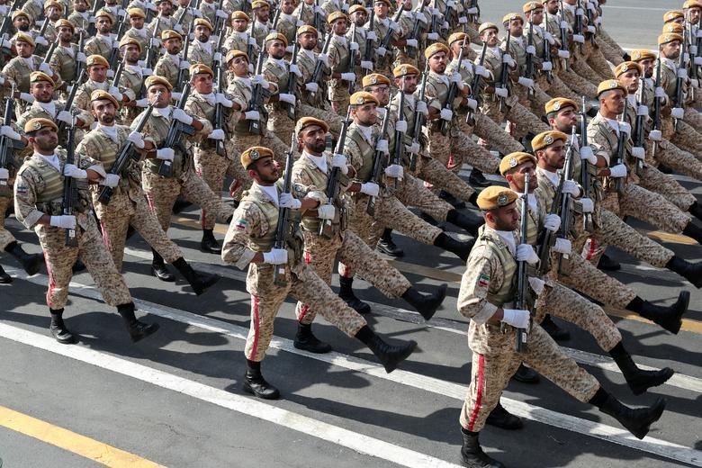 ทหารอิหร่านเดินขบวนพาเหรดที่กรุงเตหะราน เนื่องในวันกองทัพ