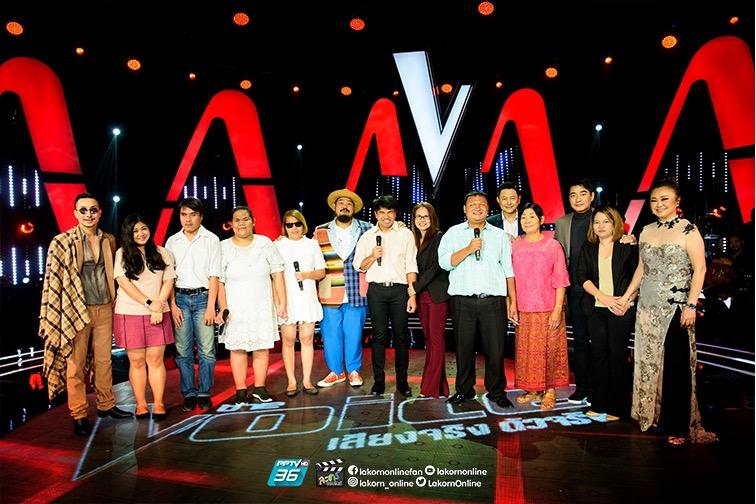 โค้ชทั้ง 4 ร่วมถ่ายรูปคณะนักร้องประสานเสียงคนตาบอด Blind Choir Thailand