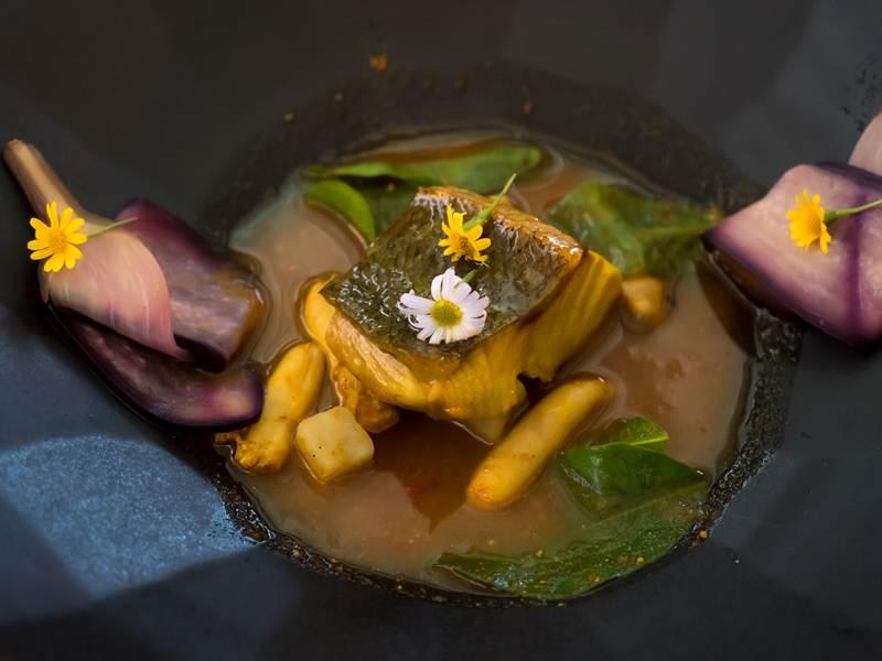 แกงปลามง เสิร์ฟพร้อมไข่ปลากระบอก