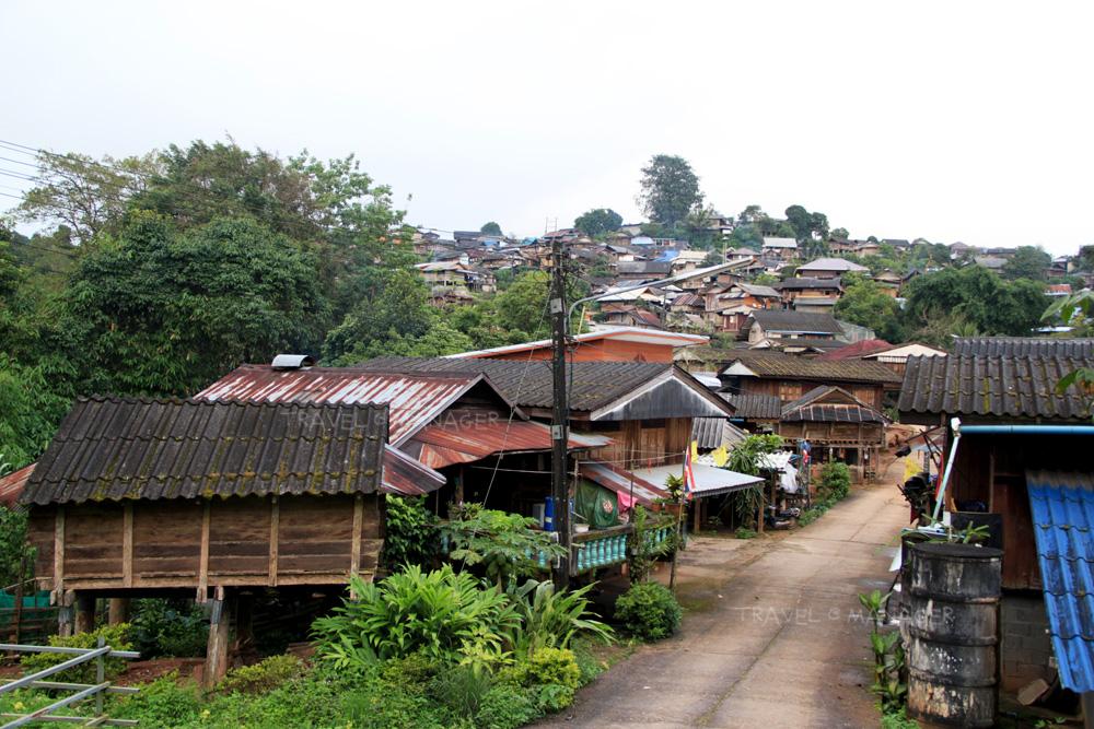 ชมวิวหมู่บ้านที่ตั้งบนภูเขา