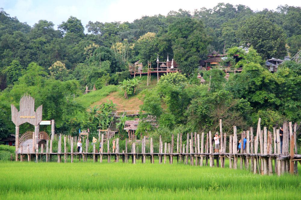สะพานซูตองเป้ ข้ามทุ่งนาไปยังสวนธรรมภูสมะ