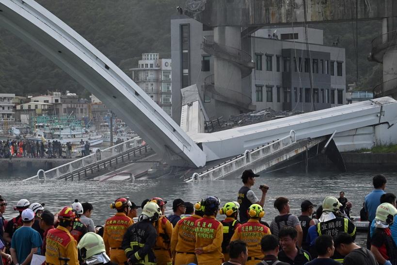 ไต้หวันกู้แล้ว 4 ศพเหยื่อ 'สะพานถล่ม' ยังสูญหายอีก 2