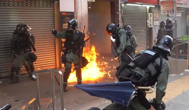 (ชมคลิปเต็ม) ตลอดเหตุการณ์ วินาทีตำรวจฮ่องกงใช้กระสุนจริง