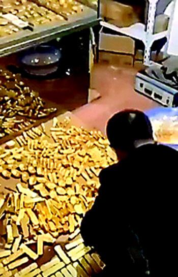 พบทองแท่ง 13 ตันที่ชั้นใต้ดินของบ้านพักอดีตนายกเทศมนตรีเมืองตันโจว