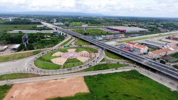 """ปมดราม่า ! ทางหลวงแจงค่า""""ไก่ปั้น""""บนราวสะพานแยกอินโดจีนตั้งแต่ฐานถึงหงอน"""