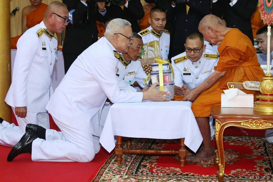 ในหลวง โปรดเกล้าฯ ม.จ.ชาตรีเฉลิม เสด็จแทนพระองค์ไปทรงบำเพ็ญพระราชกุศลถวายสังฆทานและเครื่องไทยธรรมแด่พระสงฆ์ ณ วัดบางผึ้ง จ.ฉะเชิงเทรา
