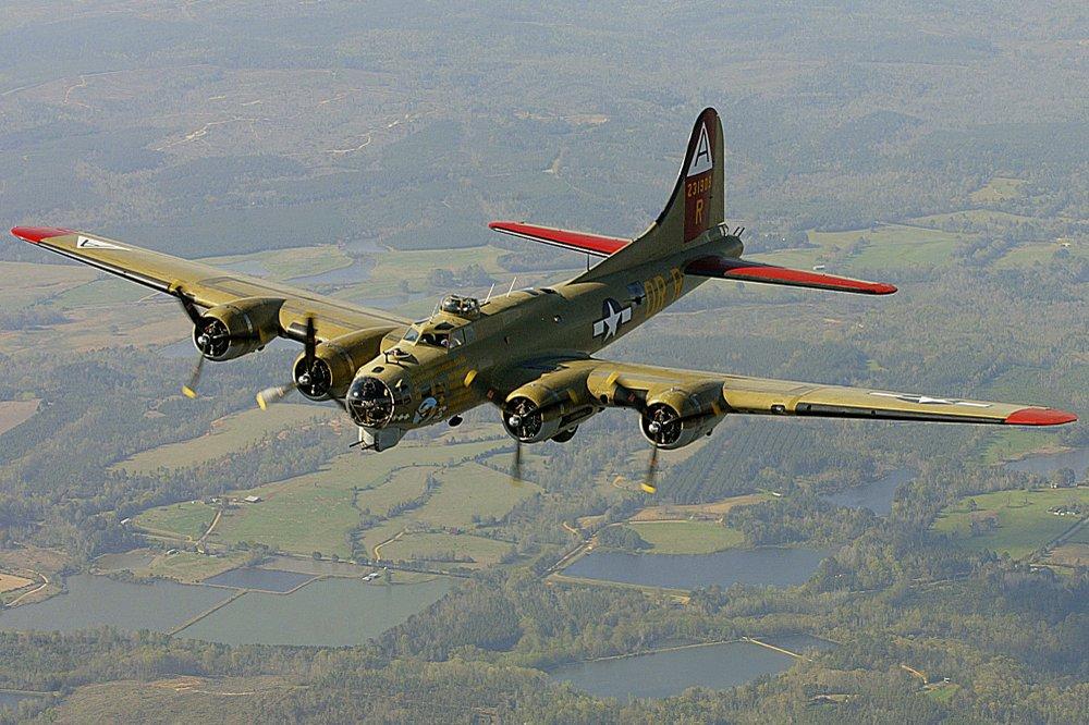 เครื่องบินทิ้งระเบิดสมัยสงครามโลกตกในสหรัฐฯ มีผู้เสียชีวิตอย่างน้อย 7 ราย