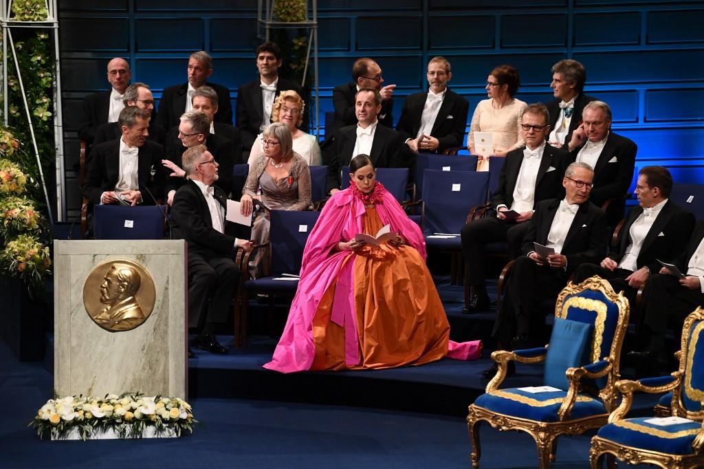 ระหว่างพิธีการมอบรางวัลโนเบลเมื่อปี 2018 ณ Concert Hall สต็อคโฮล์ม สวีเดน (Jonathan NACKSTRAND / AFP)