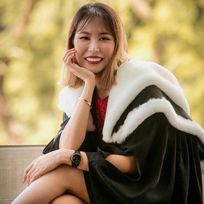 ชาวสิงคโปร์บางส่วนพยายามปกป้องเธอ และบอกว่าเธอไม่ได้ไม่สวยขนาดนั้น
